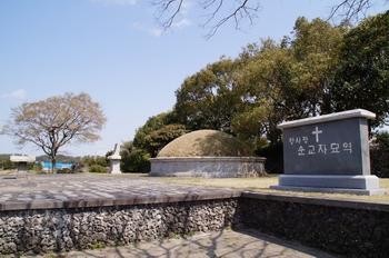 황사평 순교자 묘역에는 제주 신축교안 순교자들이 모셔져 있다.