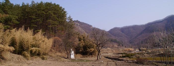 대승리에 건립된 전주 전동 천주교회 발상지 기념비 전경.
