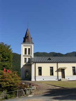 1889년 설립되어 성소의 못자리로 명성을 이어온 수류 성당 외관.