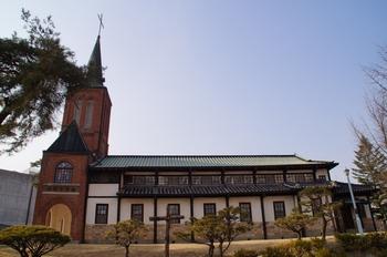 1922년 공베르 신부가 건립한 옛 안성 성당 외부. 1985년 6월 경기도 기념물 제82호로 지정되었다.