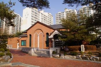 2005년 5월 축복식을 가진 안성 성당(구 구포동 성당) 100주년 기념관.